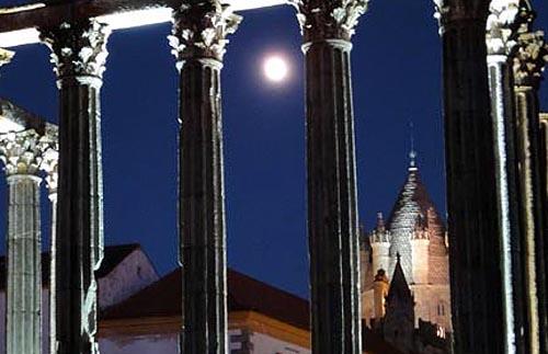 エヴォラ(ポルトガル)の月