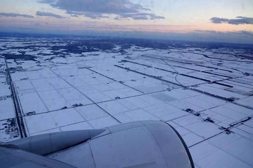 20171120.機内から見た千歳の雪景色