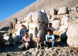 ネムルート山で記念写真